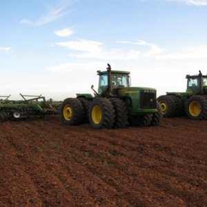 9320 & 9330 with 22' JD 512 disc rippers